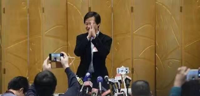 总裁林斌意外减持,小米市值暴跌3000亿,雷军对董事会做重大调整